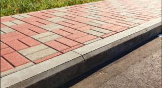 Nowy chodnik z kostki brukowej - ujęcie z bliska