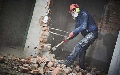 Rozbiórka budynku – pozwolenie czy zgłoszenie?