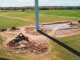 Maszyny budowlane podczas budowy farmy wiatrowej