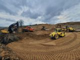 Maszyny pracujące przy budowie drogi